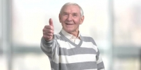 Depositphotos 185428890 stock video cheerful pensioner gesturing thumb up - Udm-info.Ru